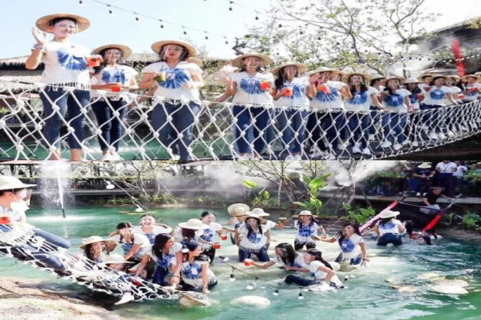 Jambatan Runtuh, 30 Ratu Cantik Jatuh Dalam Kolam